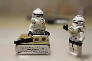 Zippo Feuerzeug mit Legofiguren